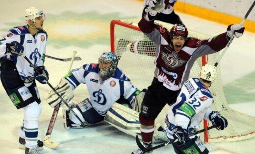 Rīgas 'Dinamo' dramatiski iekļūst Gagarina kausa ceturtdaļfinālā