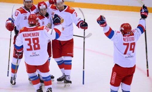 ВИДЕО: Защитник сборной России забросил шайбу с 50 метров