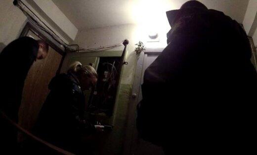 Дзирциемс: жители дома обнаружили в электрощите спрятанное оружие