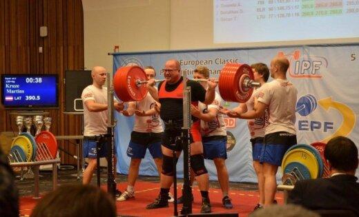 Pauerliftinga sportists Krūze triumfē Eiropas čempionātā klasiskajā spēka trīscīņā