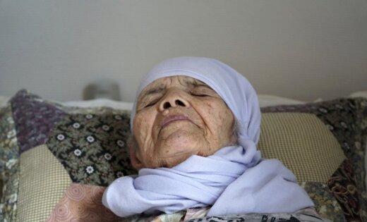 Zviedrija piešķir patvērumu 106 gadus vecai afgāņu sievietei