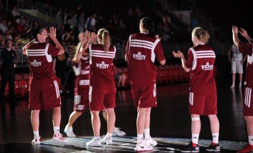 Latvijas basketbolistes ar graujošu uzvaru turpina EČ kvalifikāciju