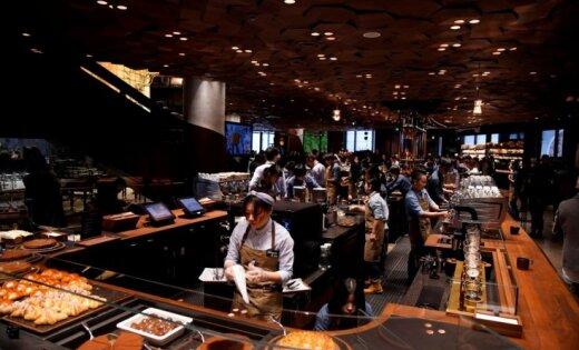 Foto: Ķīnā atver pasaules lielāko 'Starbucks' kafejnīcu