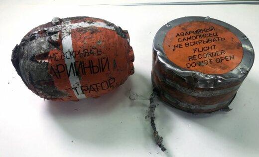 Foto: Krievijā turpinās meklēšanas darbi AN- 148 lidmašīnas katastrofas vietā