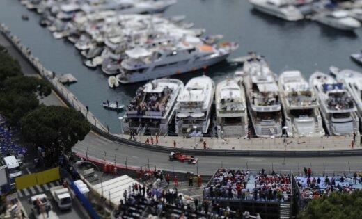 Otro treniņu Monako izjauc lietus – ātrākais Batons