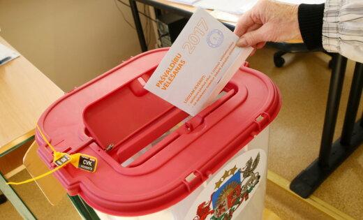 Rīgas vēlēšanu komisija iegādāšoties vieglāk lietojamas balsošanas kastes, vecās atdodot 'laukiem'