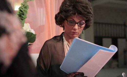 Latviešu komēdijseriāls 'Bitīt' matos' pārtop par 'Bitīt' kapos'