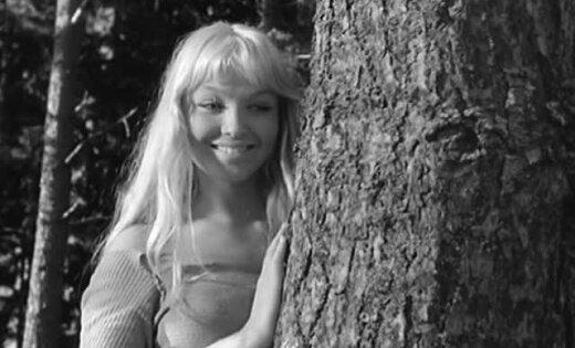 Rīgā varēs noskatīties 60. gadu kulta filmas 'Burve' necenzēto versiju