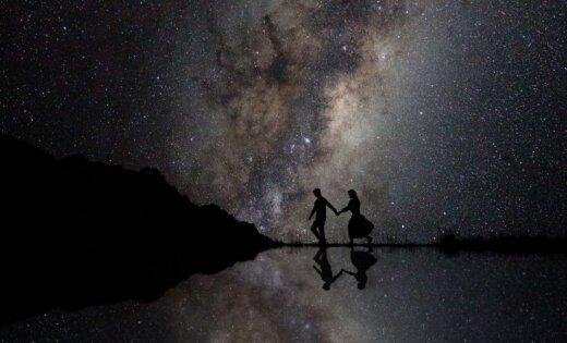 Mīlestība un dabas varenība: pasaulē skaistākie saderināšanās foto