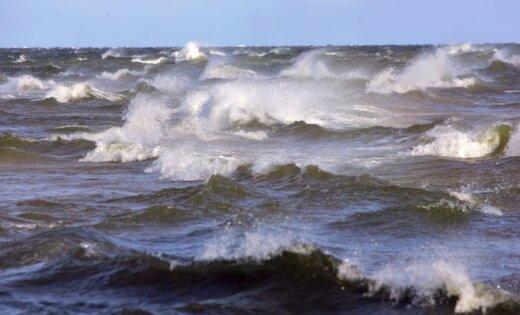 Шторм на Балтике: уровень воды в море повысился на 80 см, высота волн достигает 4 метров