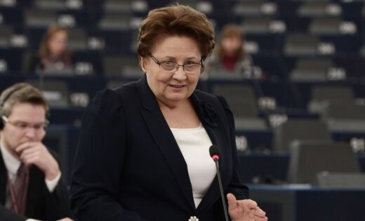 Страуюма сообщила Юнкеру о решении Латвии не поддерживать квоты на беженцев