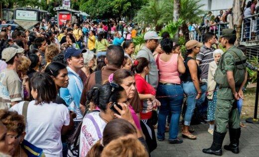 ВВенесуэле прошли массовые протесты ипогромы из-за нехватки наличных денежных средств