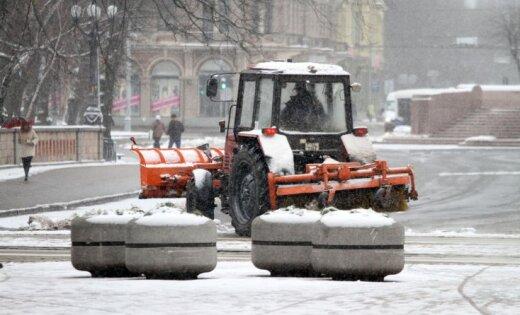Tomēr sāks sniega izvešanu no Rīgas