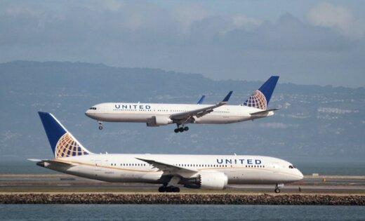 Самолет United Airlines аварийно сел из-за слетевшей обшивки двигателя