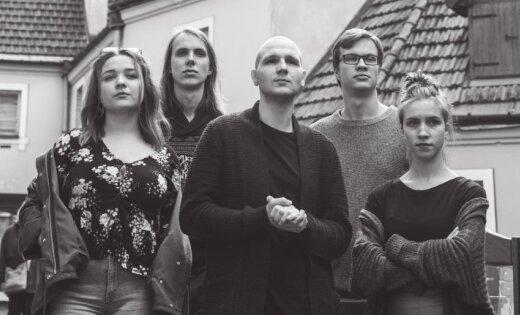 Noskaties! Arturs Skutelis un 'Tvērumi' publicē videoklipu singlam 'Lampu drudzis'