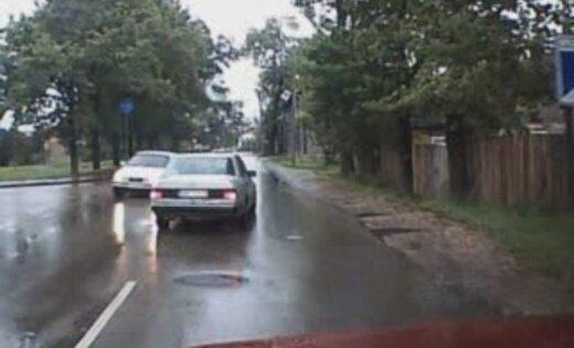 Aculiecinieks: No sadursmes izglāba BMW vadītāja reakcija (video)
