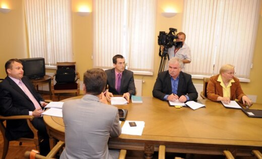Komisija neatbalsta atļauju kratīšanai pie Šlesera; Saeima lems jau ceturtdien