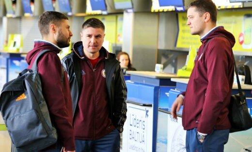 Foto: Latvijas futbola izlase dodas uz treniņnometni Šveicē