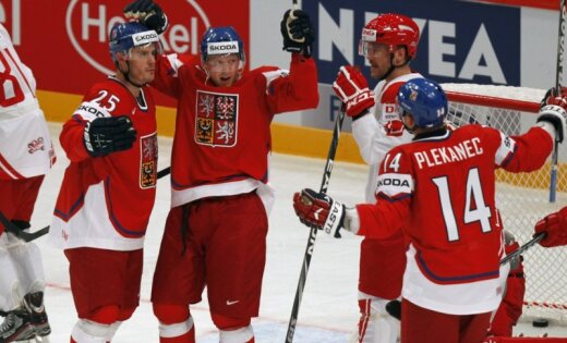Čehija sīvā cīņā pārspēj Dāniju
