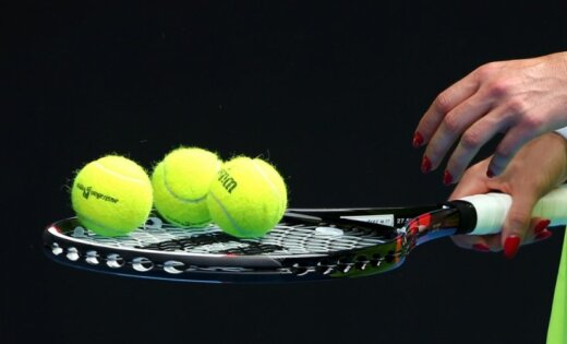 Tenisiste Vismane iesildīšanās laikā gūst traumu pirms Jaunatnes Olimpiādes ceturtdaļfināla mača