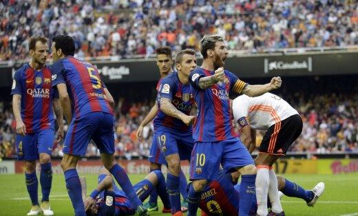 «Барселона»: Иньесту забрали наносилках на14-й минуте матча «Валенсия»