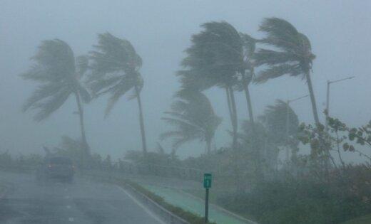 Ураган'Ирма ровняет с землей здания на карибских островах по пути к США