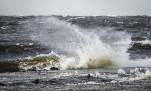 На берегу моря найдено тело неизвестного мужчины в комбинезоне