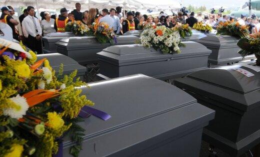 ВИДЕО: Девушка очнулась в гробу после похорон, но было поздно
