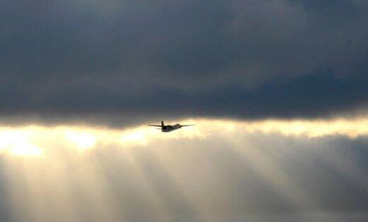 'airBaltic' lidmašīna no Amsterdamas ilgāku laiku nespēj izlidot uz Rīgu