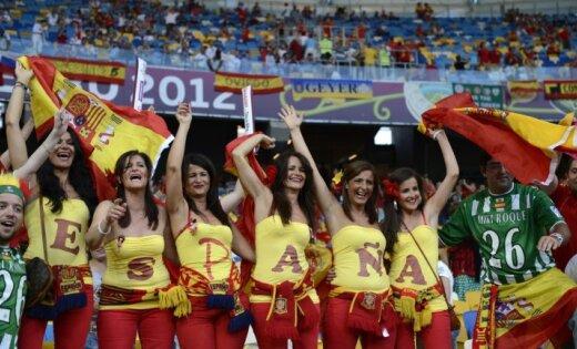 Fotoreportāža: Spānijas futbola izlase turpina dominēt