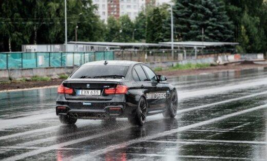 Foto: BMW sportisko 'M' modeļu izmēģinājumi Biķerniekos