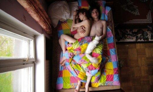 Foto projekts: Grūtnieces un viņu vīri miegā