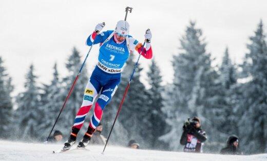 Latvijas biatlonistiem neveiksmīga stafete; Norvēģijas kvartetam uzvaru izrauj Svendsens
