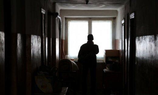 Dobeles traģēdija: sešu cilvēku ģimene mitinājusies 17 kvadrātmetru dzīvoklī