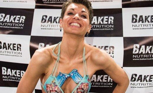 Pašmāju bikini daiļavas izrāda trenētos ķermeņus