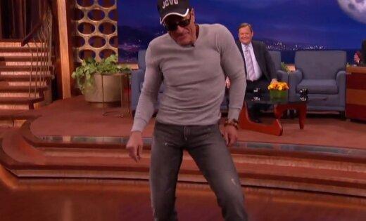 54-летний Жан-Клод Ван Дамм взорвал Сеть своим танцем изфильма «Кикбоксер»