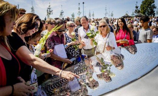 ФОТО: В Нидерландах открыли мемориал жертвам катастрофы МН17