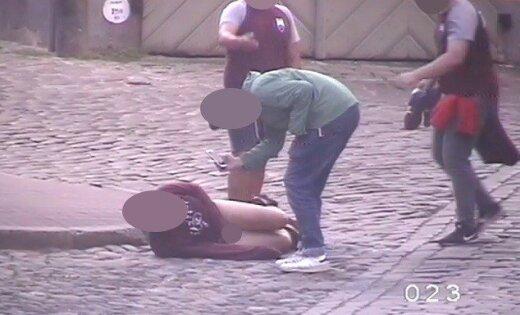 В Вецриге задержали испанца с оголенным задом