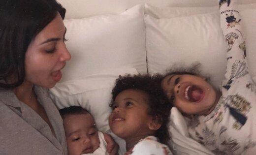 Kima Kardašjana sajūsmina ar ģimenisku foto