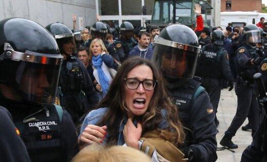 Foto: Katalonijas referenduma sadursmju laikā cietusi vismaz 761 persona