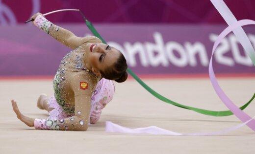 Krievijas sportistēm dubultuzvara mākslas vingrošanā