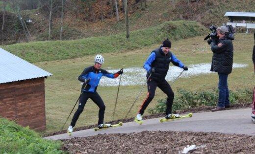 Foto: Gulbenē atklāj rollerslēpošanas un biatlona trasi