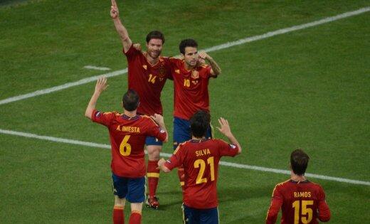 Ksavi Alonso jubilejas spēlē ieved Spāniju EURO 2012 pusfinālā