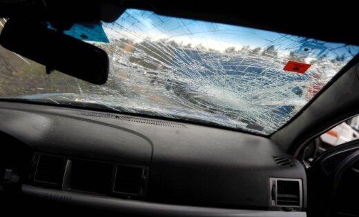 Rīgā autoavārijā cieš trīs vīrieši