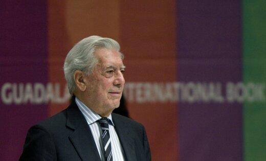 Mario Vargass Ljosa ziedo savu bibliotēku dzimtajai pilsētai