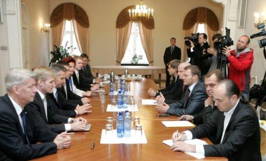 Koalīcijas sarunas: partijas sadala nozares; ministrus oficiāli vēl nenosauc