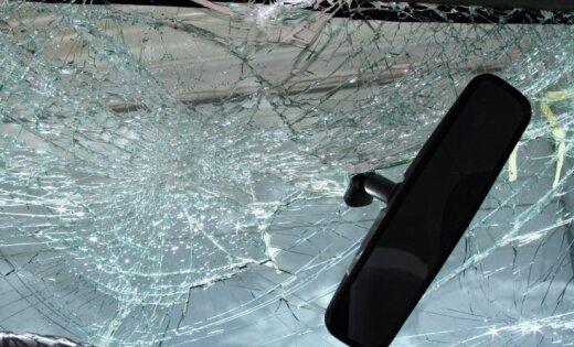 Легковушка столкнулась с фурой: погиб 19-летний водитель