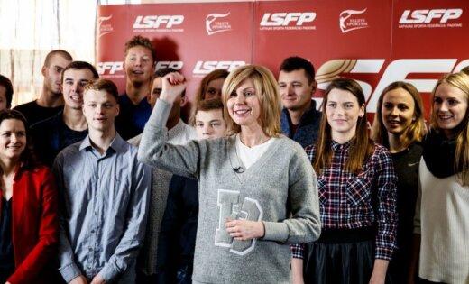 Foto: Pasniegtas LSFP Sporta stipendijas akadēmiskās un sportiskās izaugsmes sekmēšanai