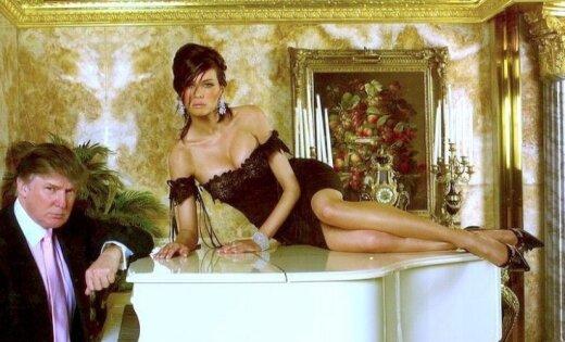 Ļaudis uzjautrina foto ar Melāniju Trampu uz flīģeļa