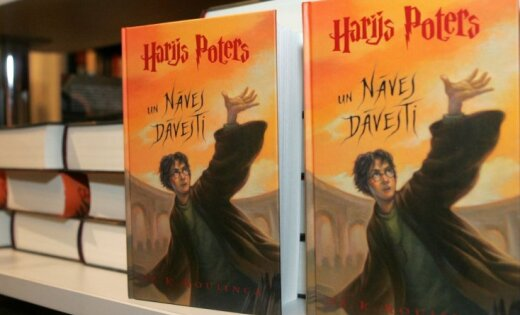 Агенты Джоан Роулинг: Латышские переводы книг о Гарри Поттере незаконны, книги следует уничтожить